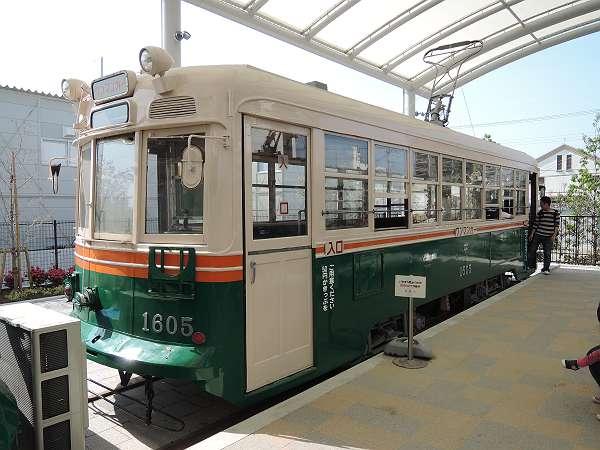 Umekoji_streetcar_11