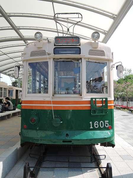 Umekoji_streetcar_12