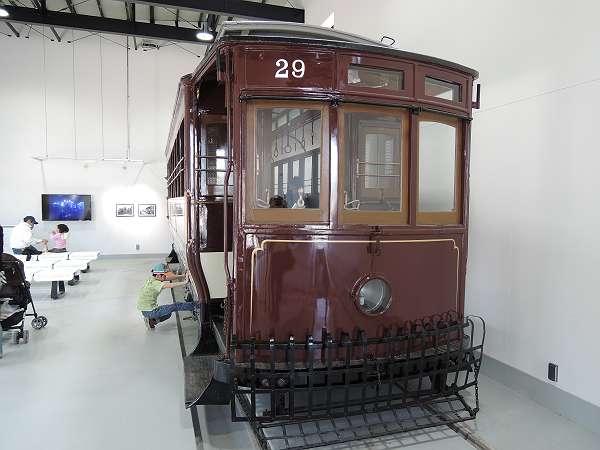 Umekoji_streetcar_210