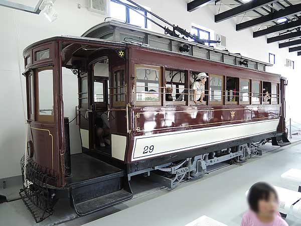 Umekoji_streetcar_211