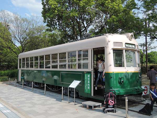 Umekoji_streetcar_217