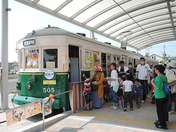 Umekoji_streetcar_05
