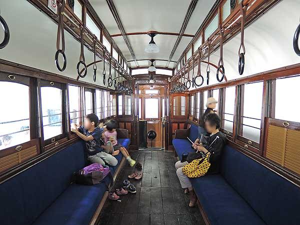 Umekoji_streetcar_212